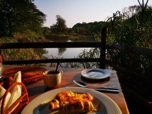 Reizen - ZaZoe Xperience - ontbijt met uitzicht Mlilwane